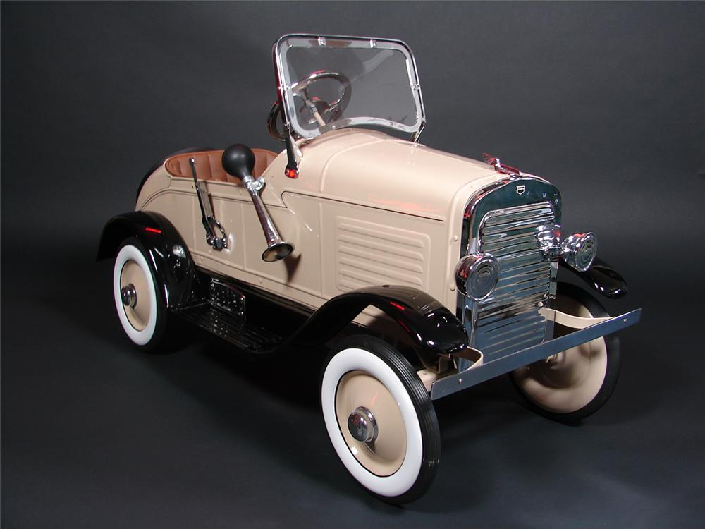 Stunning professionally restored 1929 Auburn roadster pedal car by Steelcraft. - Front 3/4 - 79336