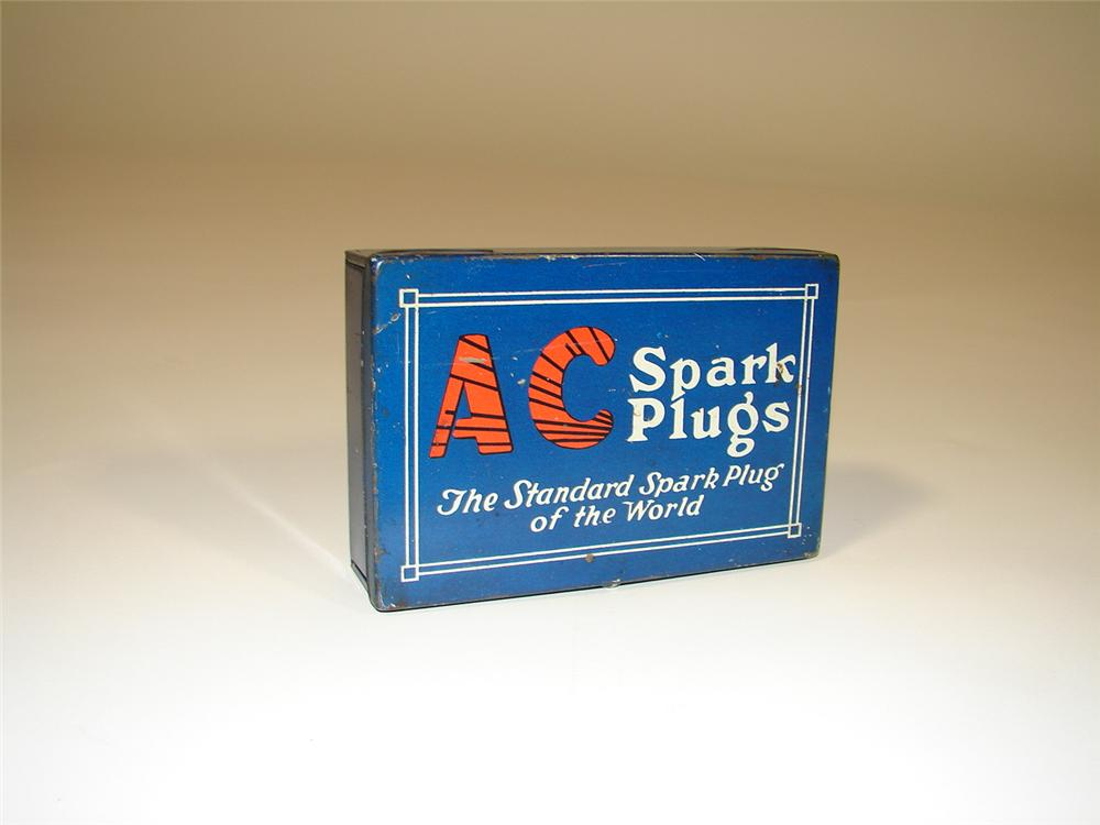 Very nice 1920s-30s AC Spark Plugs display tin. - Front 3/4 - 79390