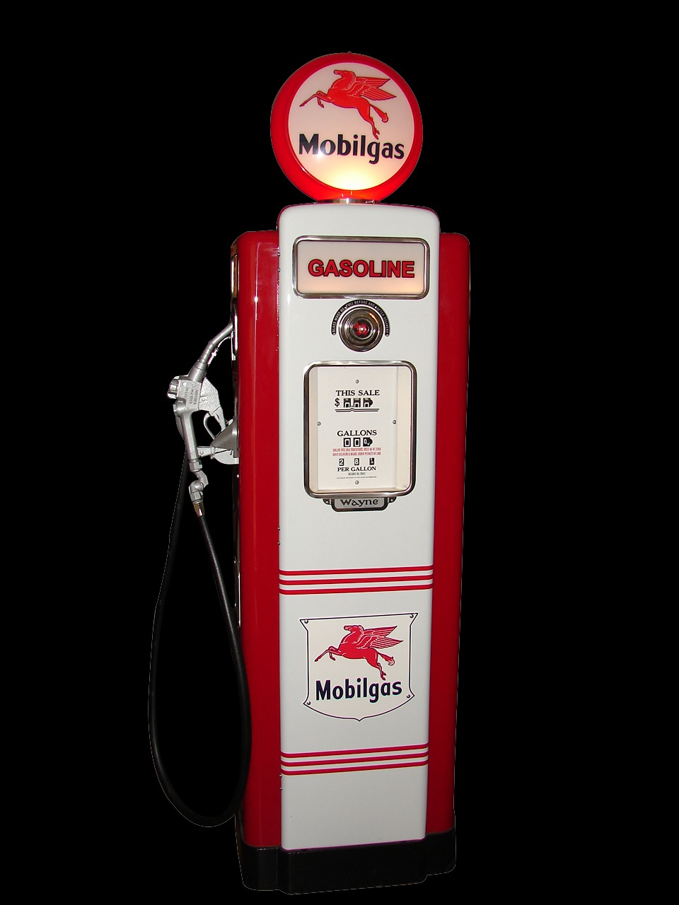 1947 Mobil Wayne 70 restored service station gas pump. - Front 3/4 - 79552