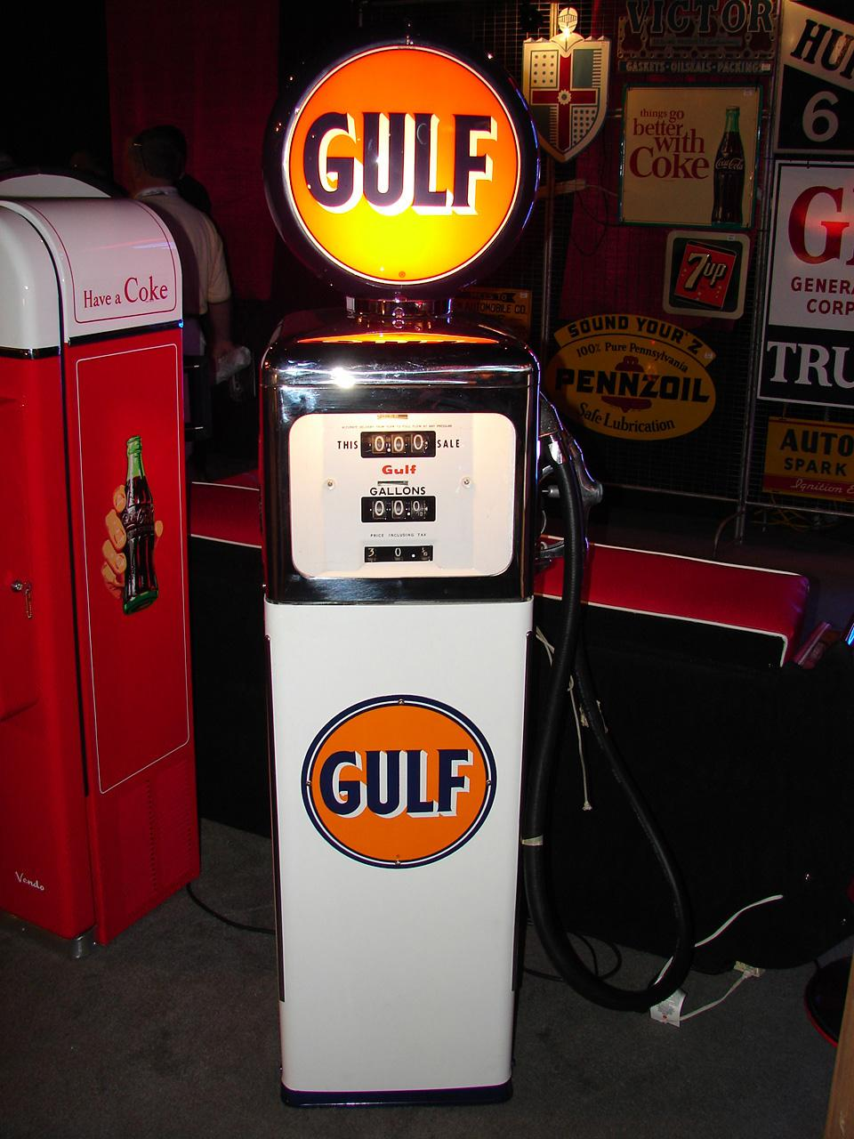 Choice 1950s-early 60s Gulf Service Station restored gas pump. - Front 3/4 - 80714