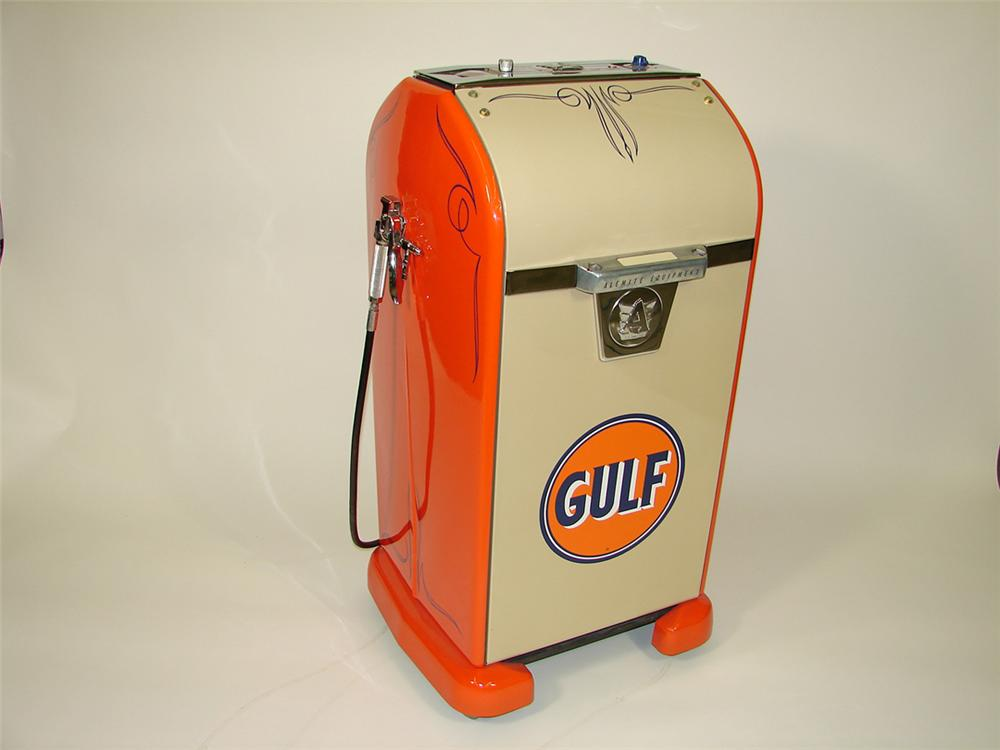 Outstanding 1940s restored Gulf Filling Station Alemite service department greaser. - Front 3/4 - 82071