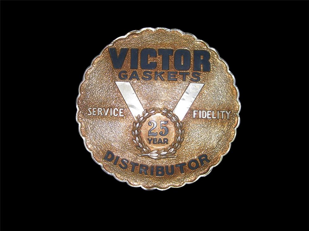 N.O.S. 1940s Victor Gaskets (Chevrolet) service department display sign. - Front 3/4 - 82433