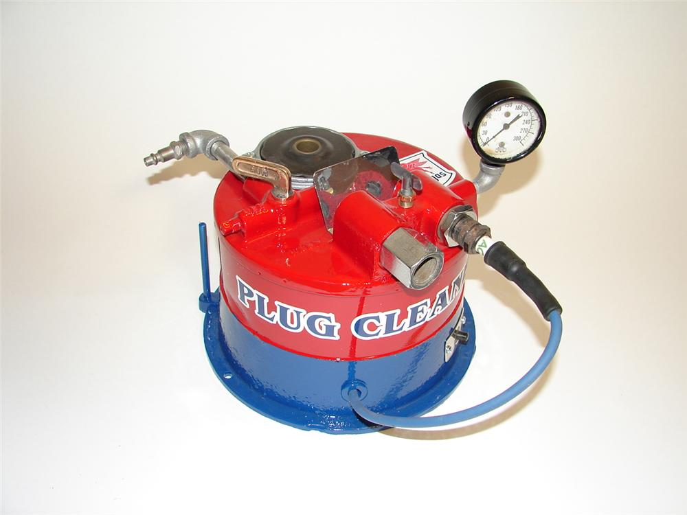 1930s Mobilgas filling station service department counter top spark plug cleaner. - Front 3/4 - 89460