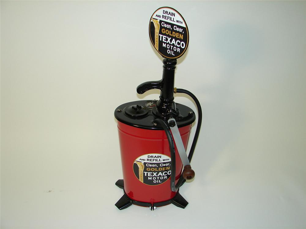 Excellent 1930s restored Texaco Filling Station Bennett 5-gallon hand crank greaser. - Front 3/4 - 89480