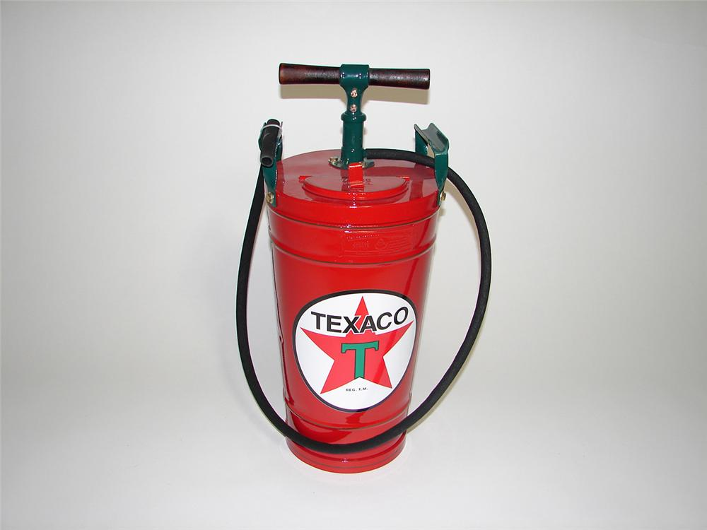 Fantastic 1930s restored Texaco service station hand pump service aisle fire extinguisher. - Front 3/4 - 91259
