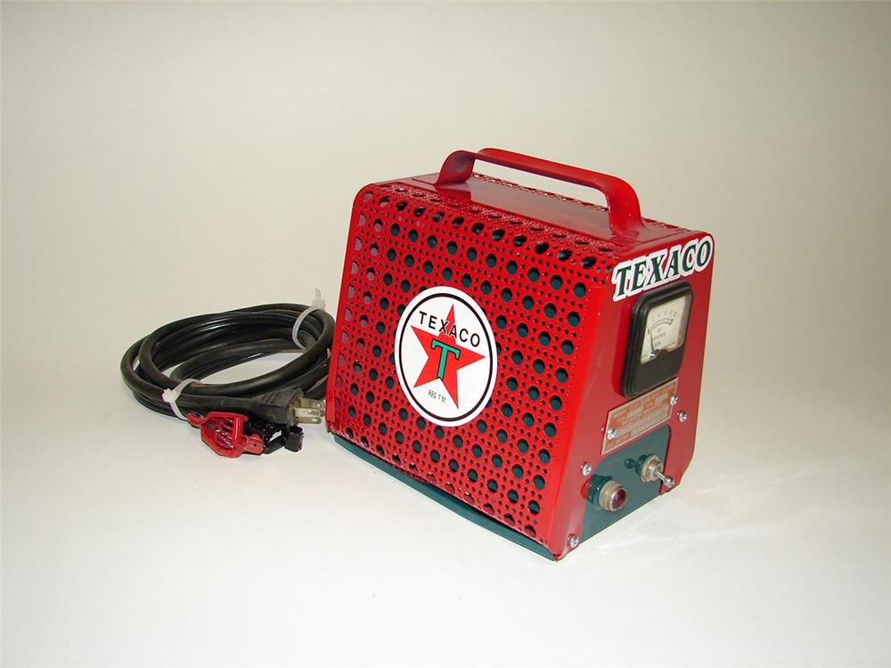 Cute 1940s Texaco service department Sun Battery Tester-Charger which has been nicely restored. - Front 3/4 - 91262