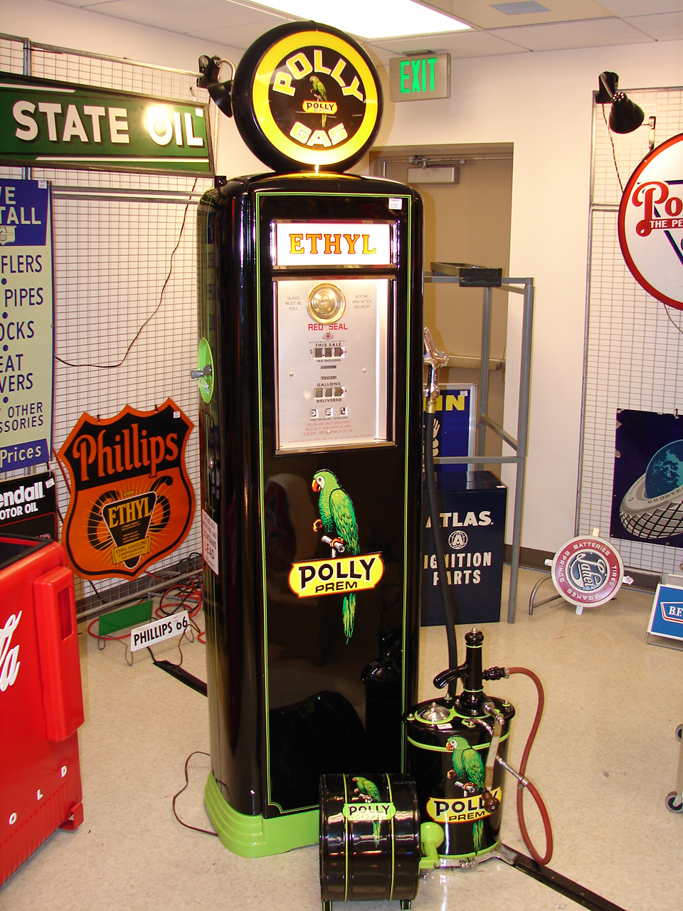 Unparalleled three piece set of Polly Gas restored station pieces. - Front 3/4 - 91572