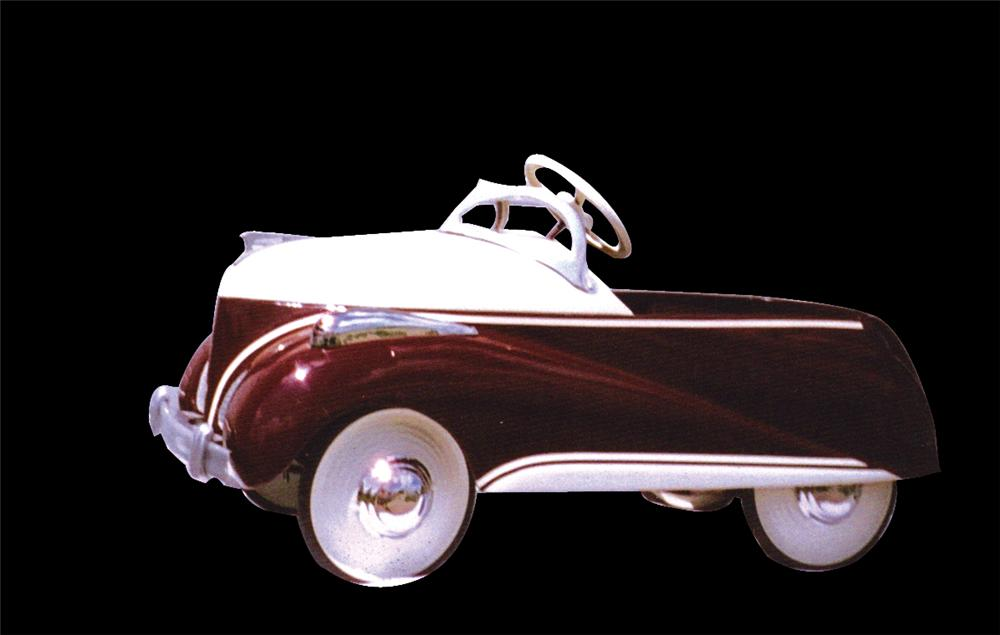 Stylish 1939 Lincoln Zephyr Deluxe pedal car. - Front 3/4 - 91586