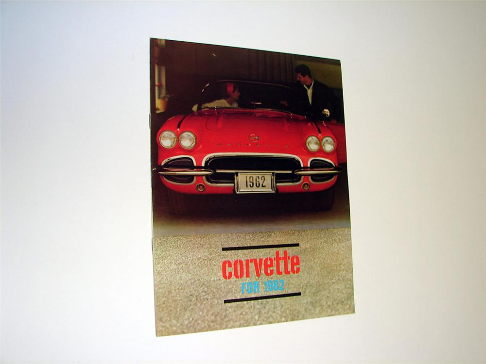 Awesome 1962 N.O.S. Corvette 8 page color showroom sales brochure. - Front 3/4 - 93781