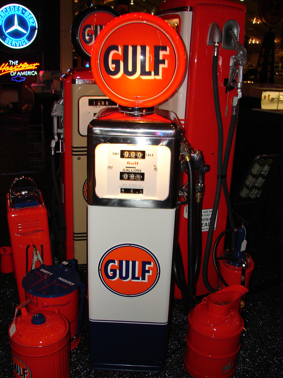 Striking 1940s Gulf Gasoline restored South West gas pump. - Front 3/4 - 97985