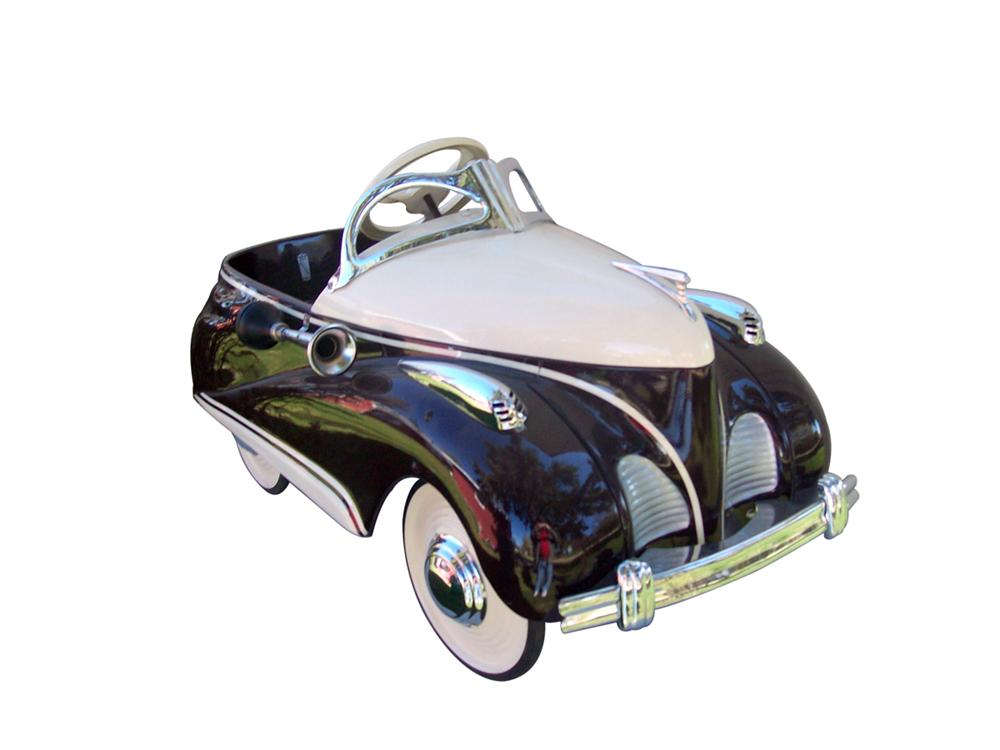 Good looking 1939 Deluxe Lincoln Zephyr restored pedal car. - Front 3/4 - 97992