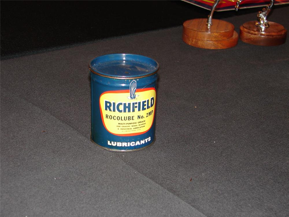 Addendum Item - Very clean 1940s Richfield Oil one pound grease can. - Front 3/4 - 99603