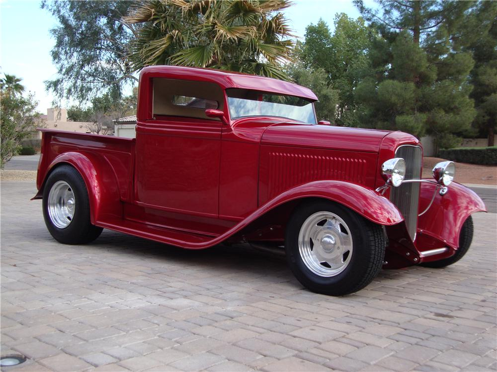 1932 FORD CUSTOM PICKUP - Front 3/4 - 101615