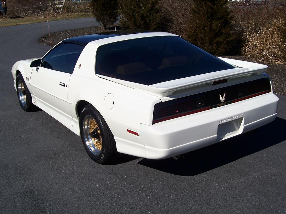 1989 PONTIAC TRANS AM 20TH ANNIVERSARY EDITION COUPE - Rear 3/4 - 101620