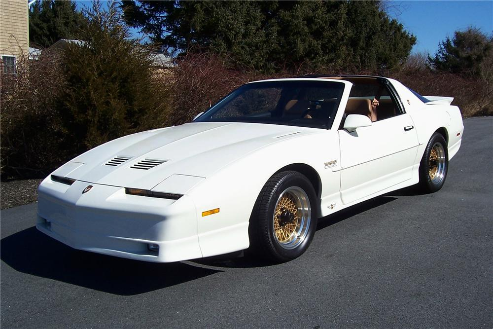 1989 PONTIAC TRANS AM 20TH ANNIVERSARY EDITION COUPE - Side Profile - 101620