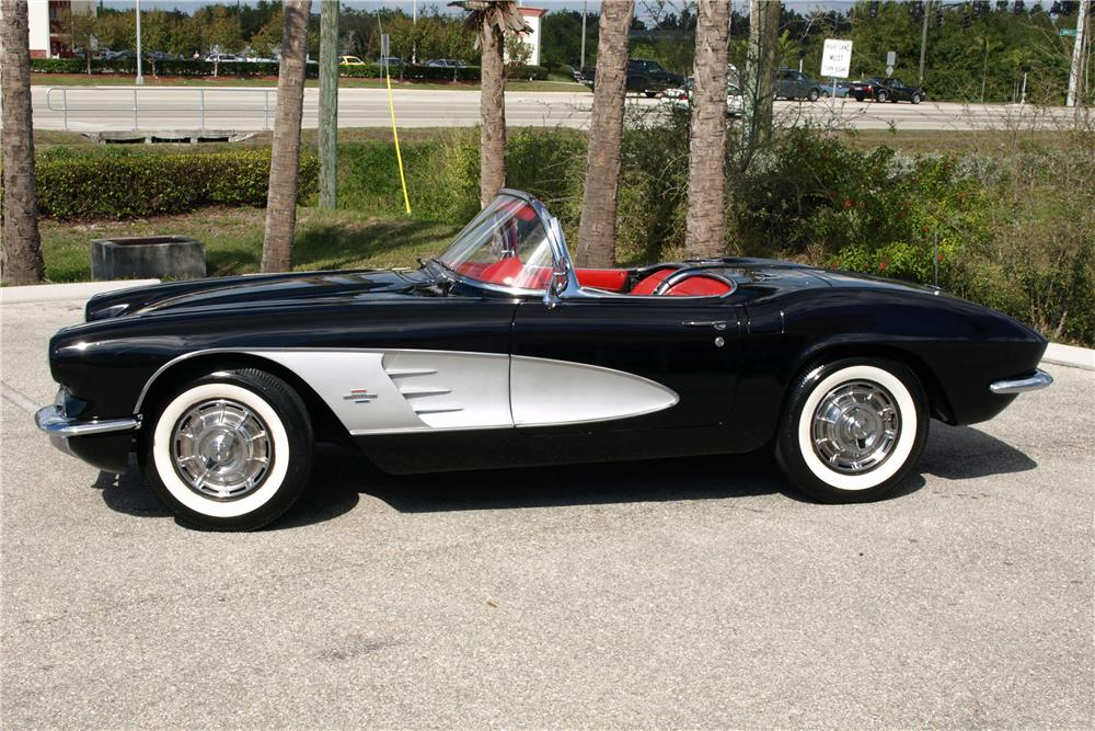 1961 CHEVROLET CORVETTE CONVERTIBLE - Front 3/4 - 101626