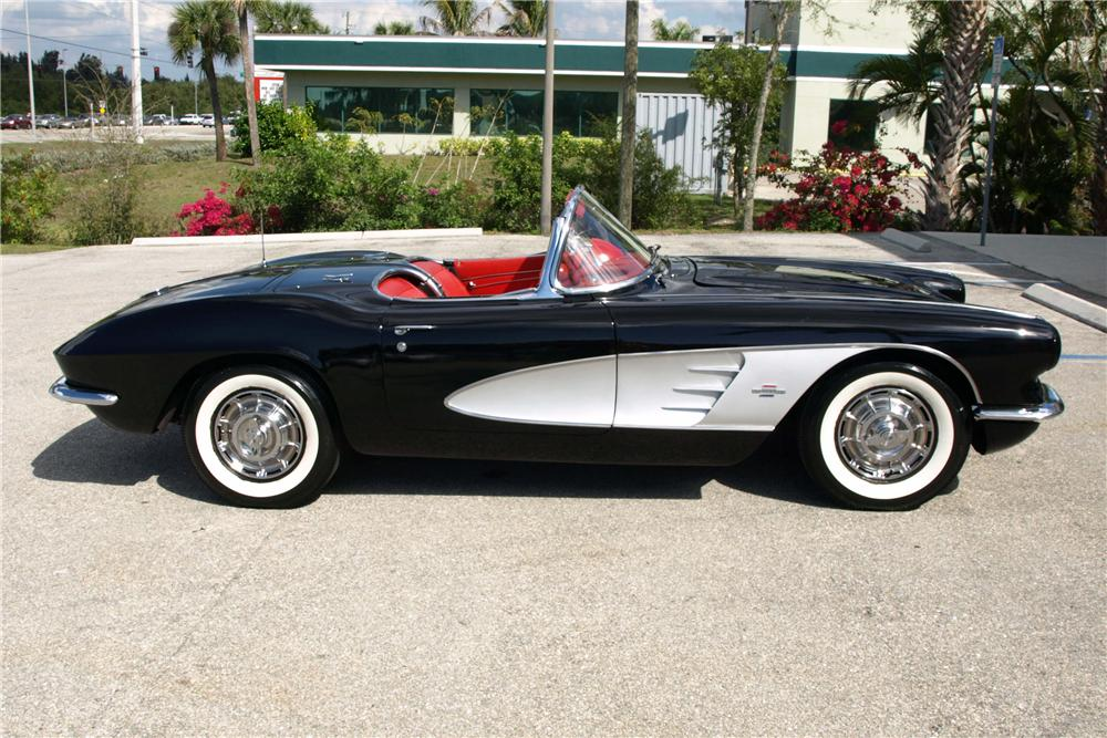 1961 CHEVROLET CORVETTE CONVERTIBLE - Side Profile - 101626