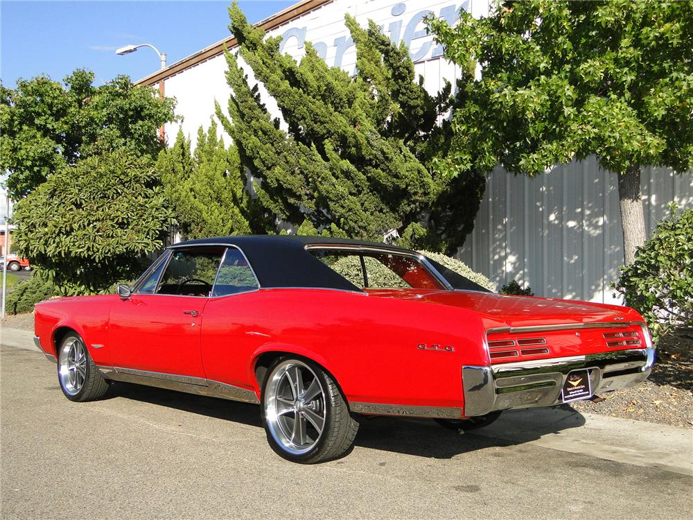 1967 PONTIAC GTO COUPE - Rear 3/4 - 101648