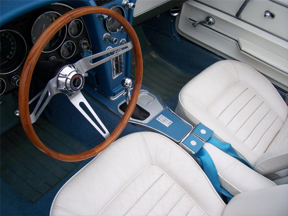 1966 CHEVROLET CORVETTE CONVERTIBLE - Interior - 101667