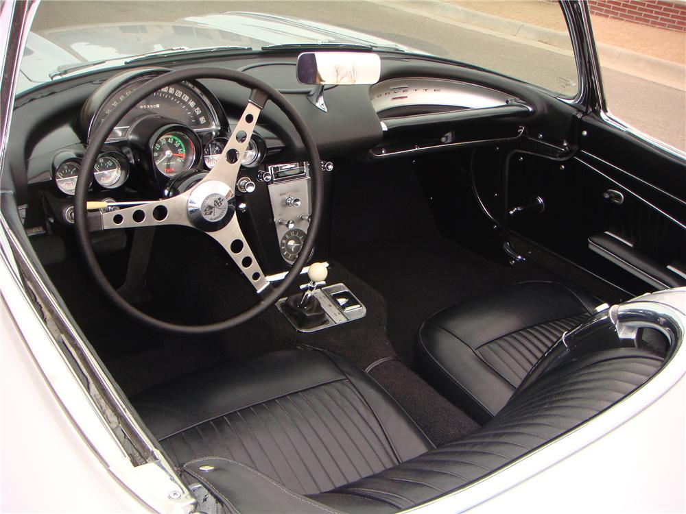 1962 CHEVROLET CORVETTE CONVERTIBLE - Interior - 101673