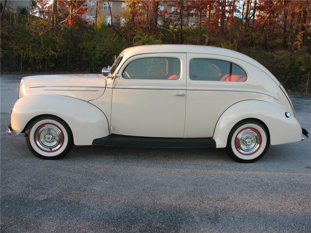 1939 FORD DELUXE CUSTOM 2 DOOR SEDAN - Side Profile - 101677