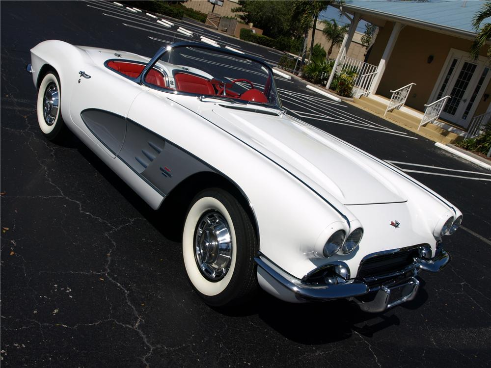1961 CHEVROLET CORVETTE CUSTOM CONVERTIBLE - Front 3/4 - 101679