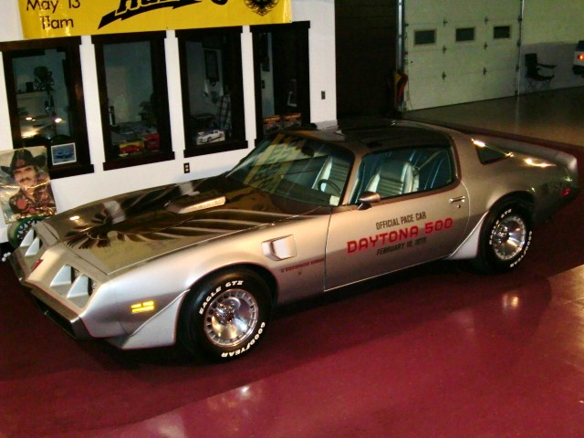 1979 PONTIAC FIREBIRD TRANS AM 10TH ANNIVERSARY EDITION - Front 3/4 - 101700