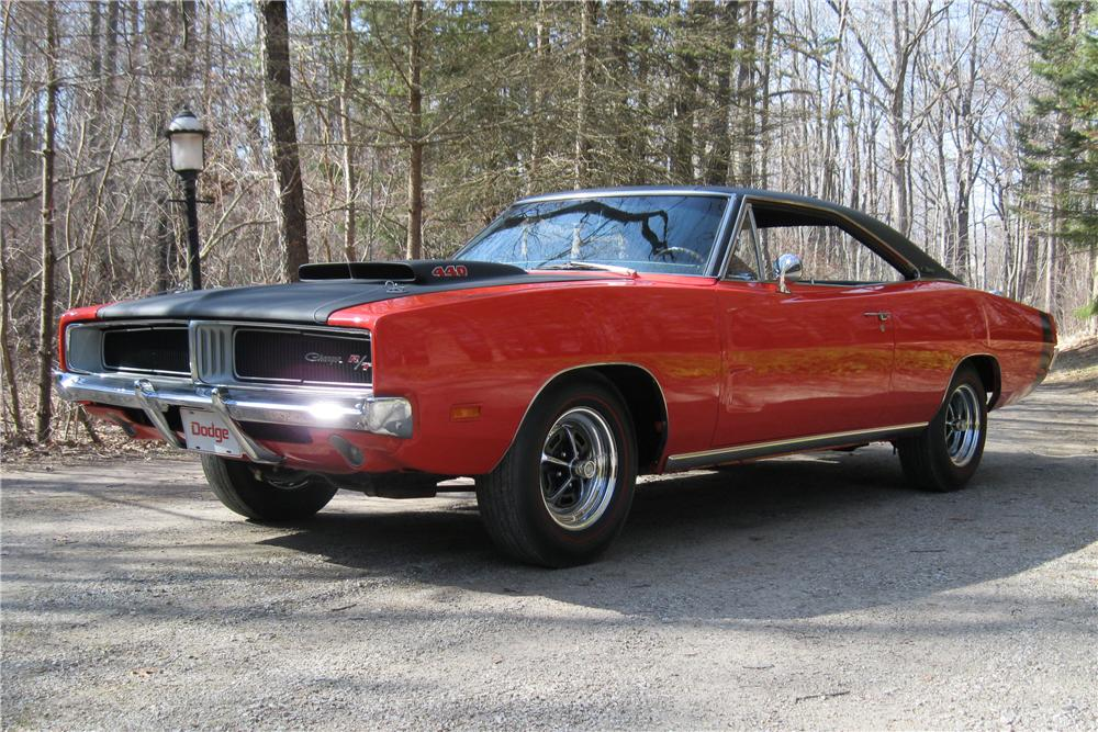 1969 DODGE CHARGER CUSTOM 2 DOOR HARDTOP - Front 3/4 - 101701