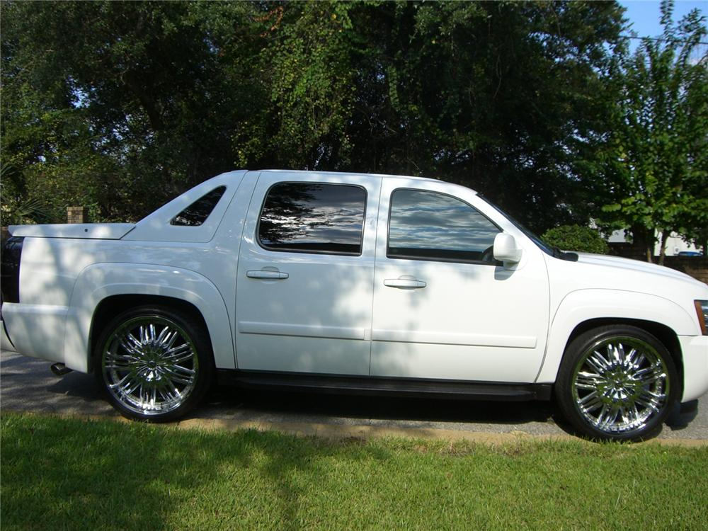 2007 CHEVROLET AVALANCHE CUSTOM PICKUP - Side Profile - 101722