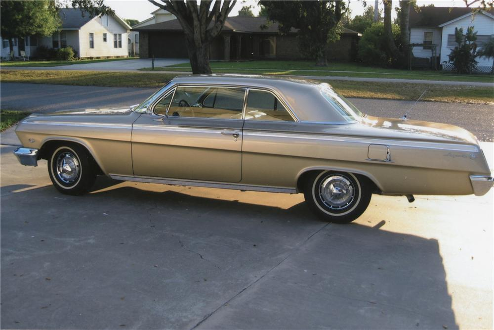 1962 CHEVROLET IMPALA 2 DOOR SPORT COUPE - Side Profile - 101758