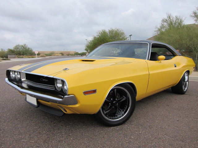1970 DODGE CHALLENGER CUSTOM 2 DOOR COUPE - Front 3/4 - 101768