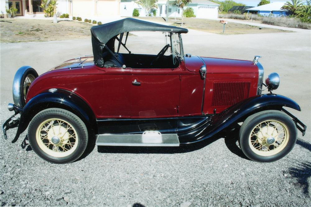 1930 FORD MODEL A 2 DOOR ROADSTER - Front 3/4 - 101773