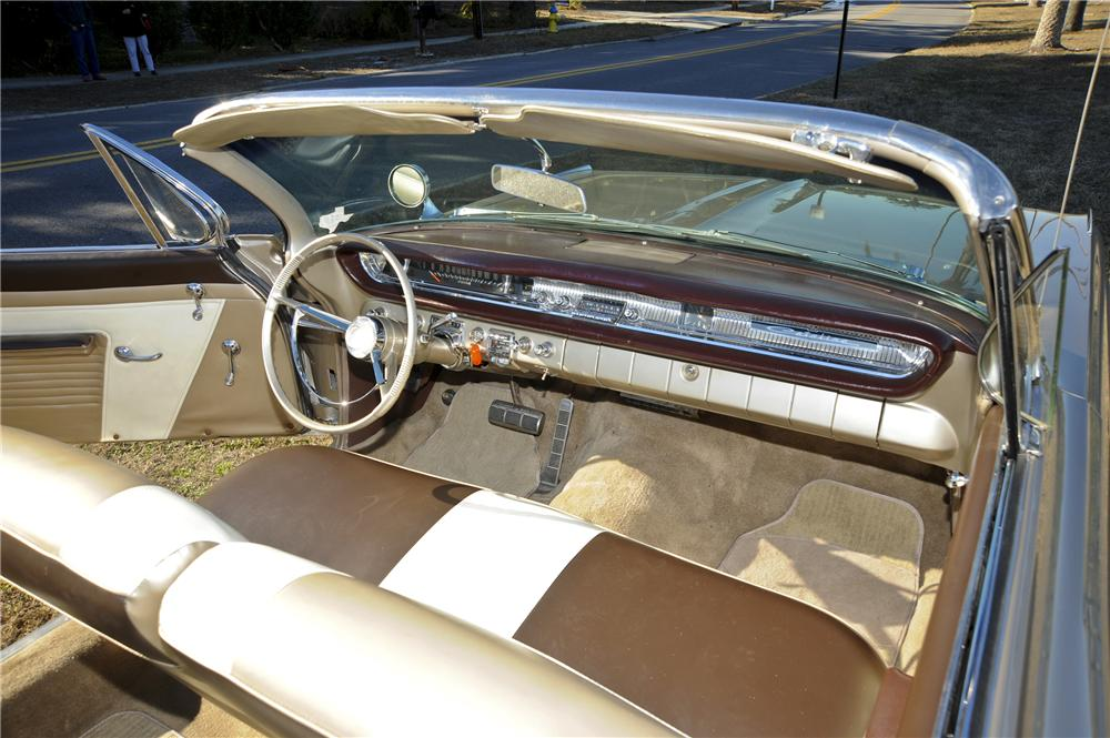 1961 PONTIAC CATALINA CONVERTIBLE - Interior - 101777