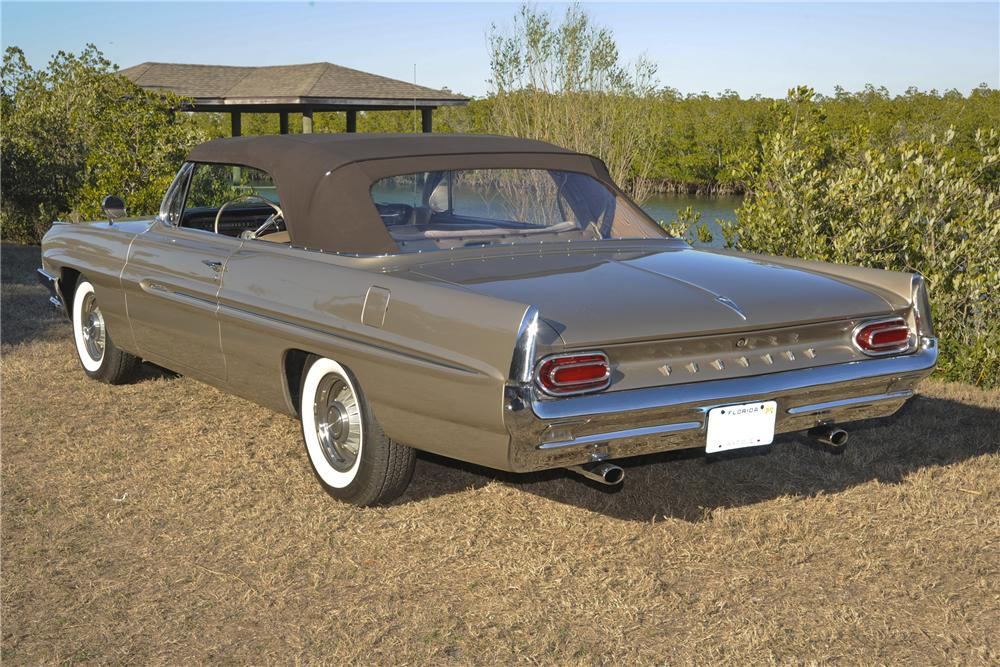 1961 PONTIAC CATALINA CONVERTIBLE - Rear 3/4 - 101777