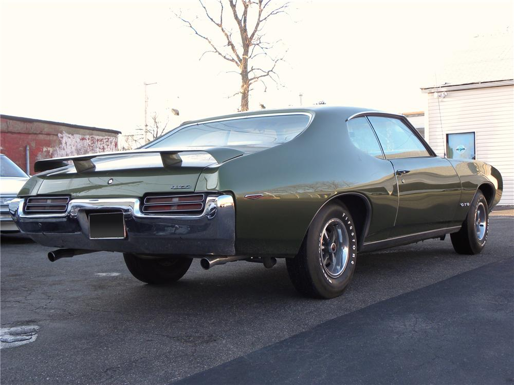 1969 PONTIAC GTO 2 DOOR HARDTOP - Rear 3/4 - 102042