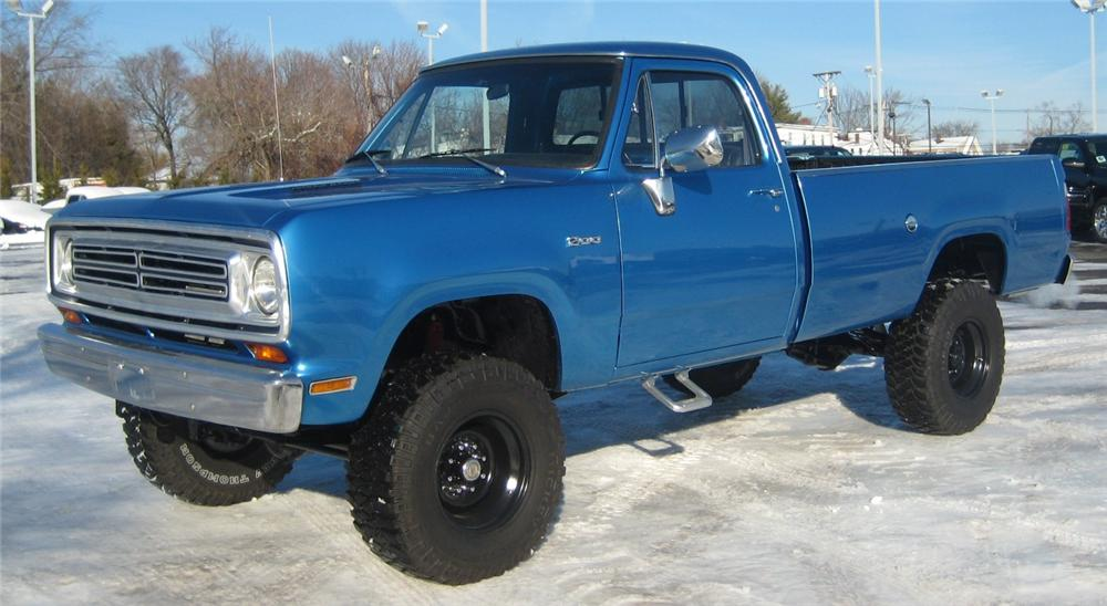 1976 DODGE D-200 PICK UP - Front 3/4 - 102066