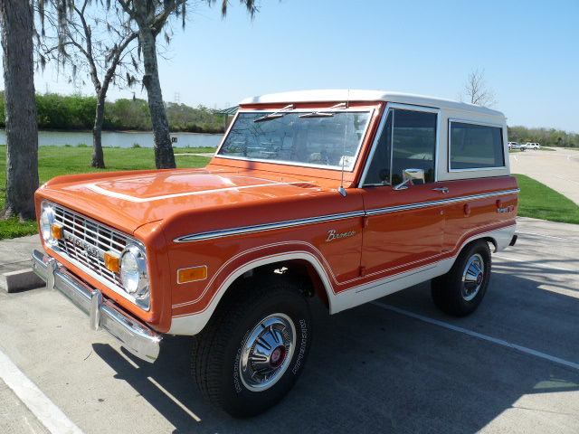 1974 FORD BRONCO REMOVABLE HARDTOP - Front 3/4 - 102074
