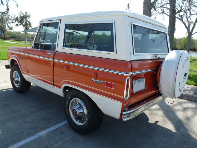 1974 FORD BRONCO REMOVABLE HARDTOP - Rear 3/4 - 102074