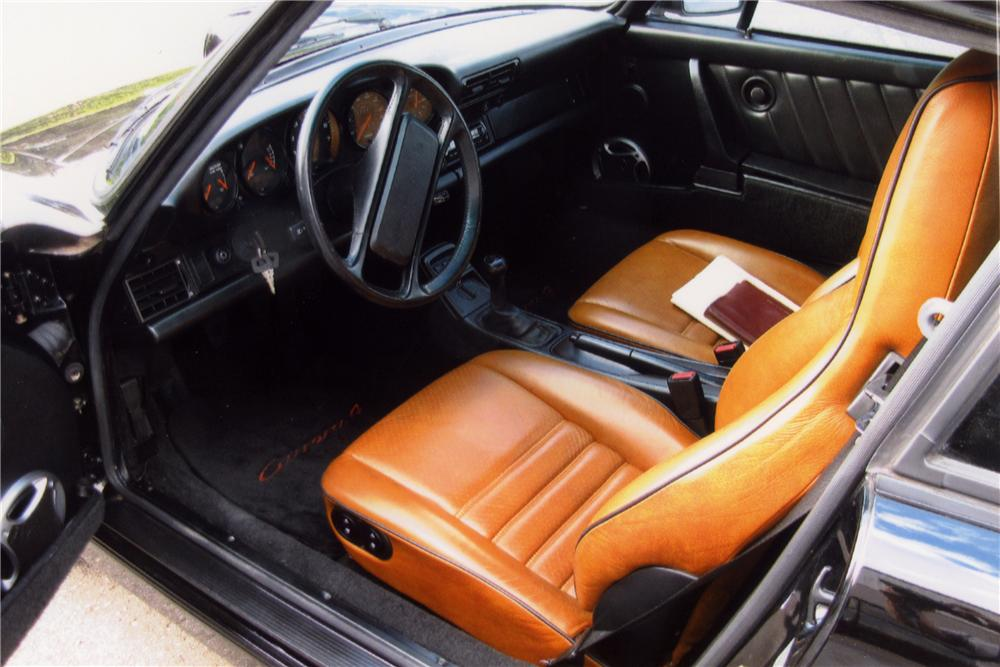 1989 PORSCHE 911 CARRERA 4 2 DOOR COUPE - Interior - 102078