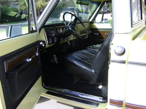 1972 CHEVROLET C-10 1/2 TON SHORT BOX PICKUP - Interior - 102095