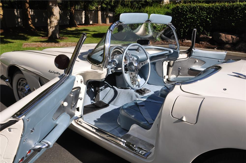 1959 CHEVROLET CORVETTE CONVERTIBLE - Interior - 102110