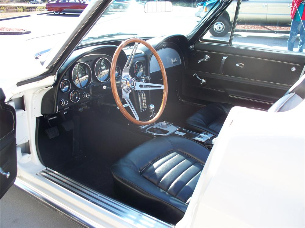 1966 CHEVROLET CORVETTE CONVERTIBLE - Interior - 102136