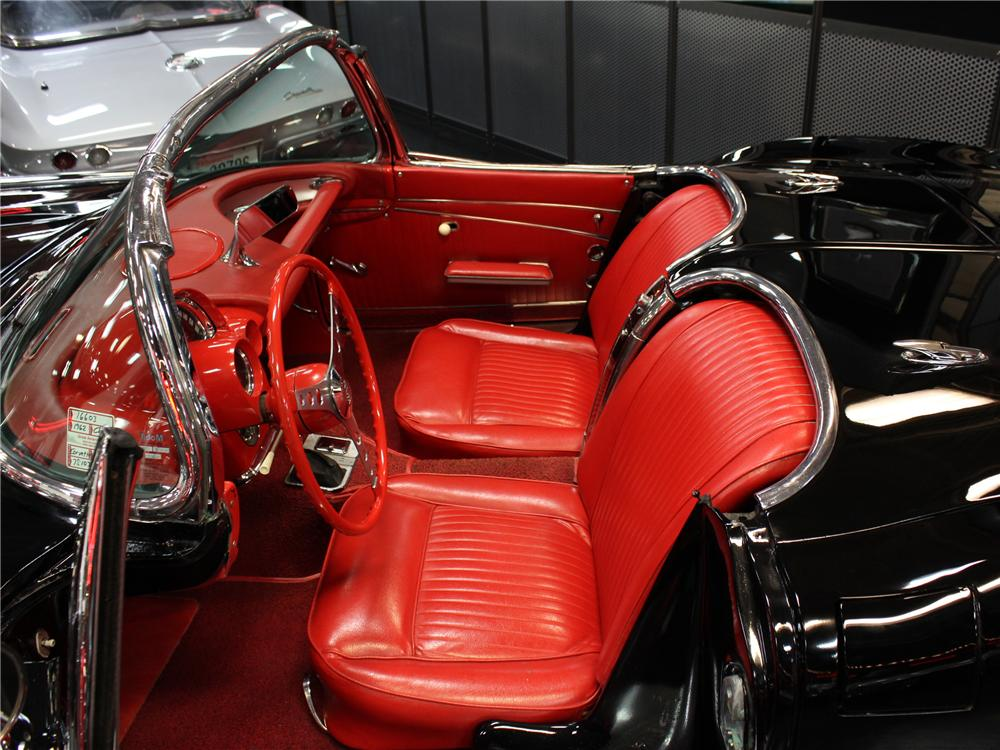 1962 CHEVROLET CORVETTE CONVERTIBLE - Interior - 102146
