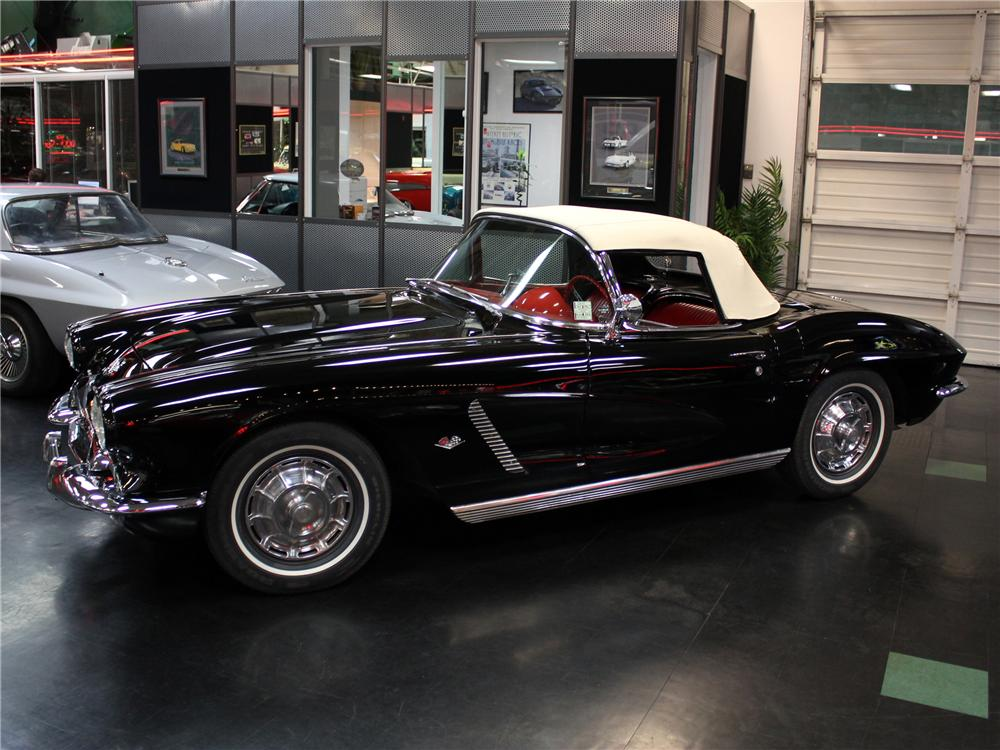 1962 CHEVROLET CORVETTE CONVERTIBLE - Side Profile - 102146
