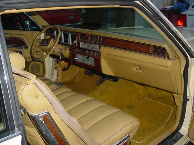 1981 LINCOLN CONTINENTAL MARK VI COUPE - Interior - 102297