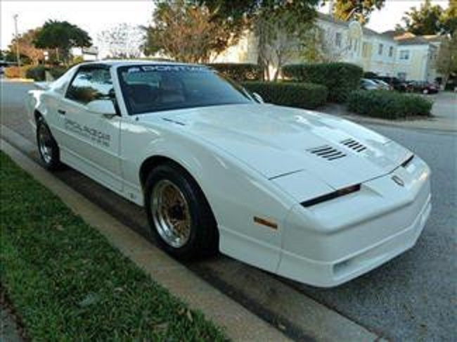 1989 PONTIAC FIREBIRD TRANS AM 20TH ANNIVERSARY COUPE - Front 3/4 - 102302
