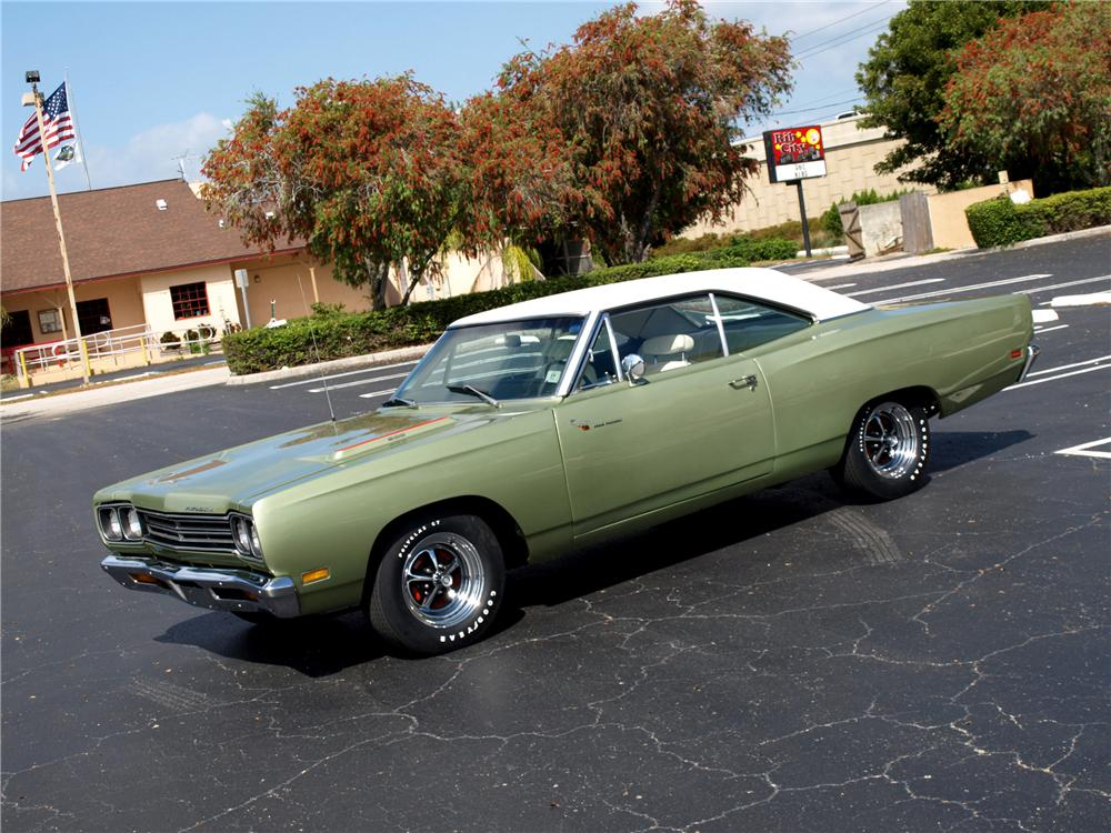 1969 PLYMOUTH ROAD RUNNER COUPE - Front 3/4 - 102303