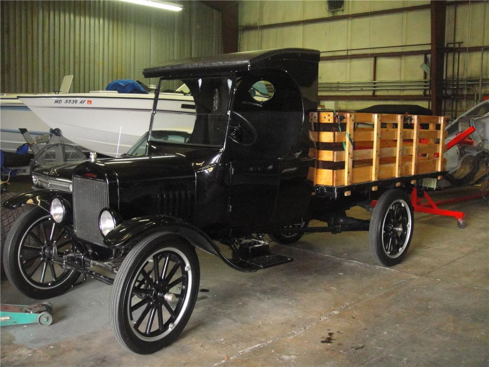 1924 FORD MODEL T TRUCK - Front 3/4 - 102319