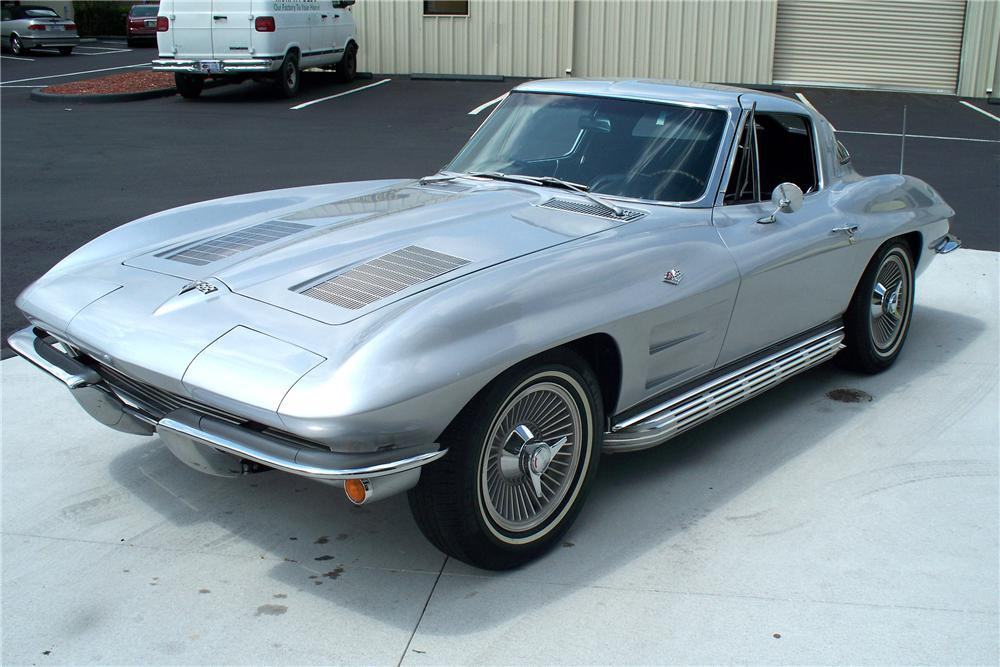 1963 CHEVROLET CORVETTE COUPE - Front 3/4 - 103073