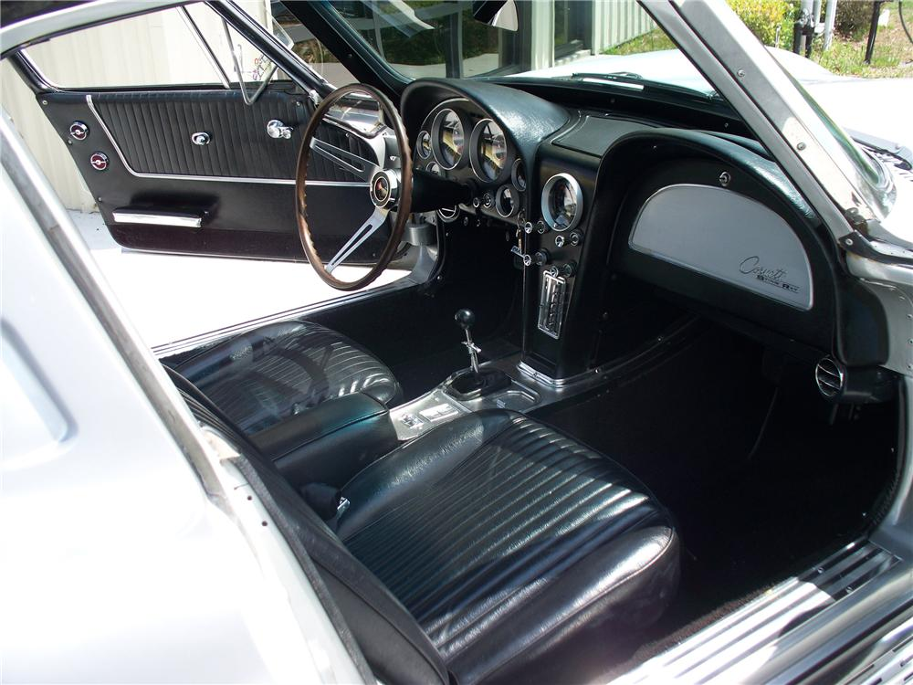 1963 CHEVROLET CORVETTE COUPE - Interior - 103073